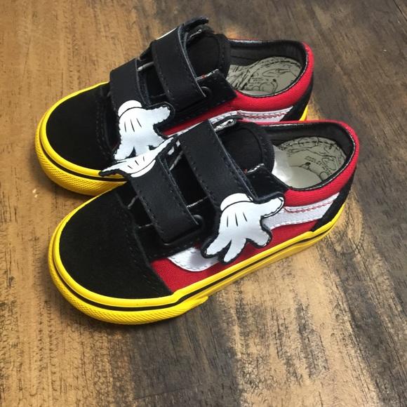 317c690845 Mickey Mouse Hugs Vans sz 5C not released yet!